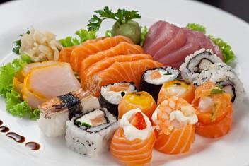 Mix de sushi e sashimi