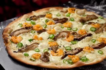 Pizza shitake e camarões
